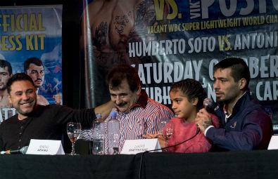 De la Hoya en Junín. Aquí en la conferencia de prensa junto a Mario Arano, Lucas Matthysse y Priscila, la hija del boxeador.