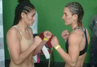 Cintia Castillo (Izquierda) y Laura Griffa (derecha) luego del pesaje.